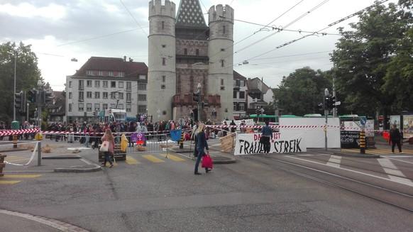 *** USER WILL ANONYM BLEIBEN *** email: Nicolasfuerer@gmail.com tel:  Kreuzung vor dem Spalentor in Basel besetzt.   Von: Nicolas Fürer