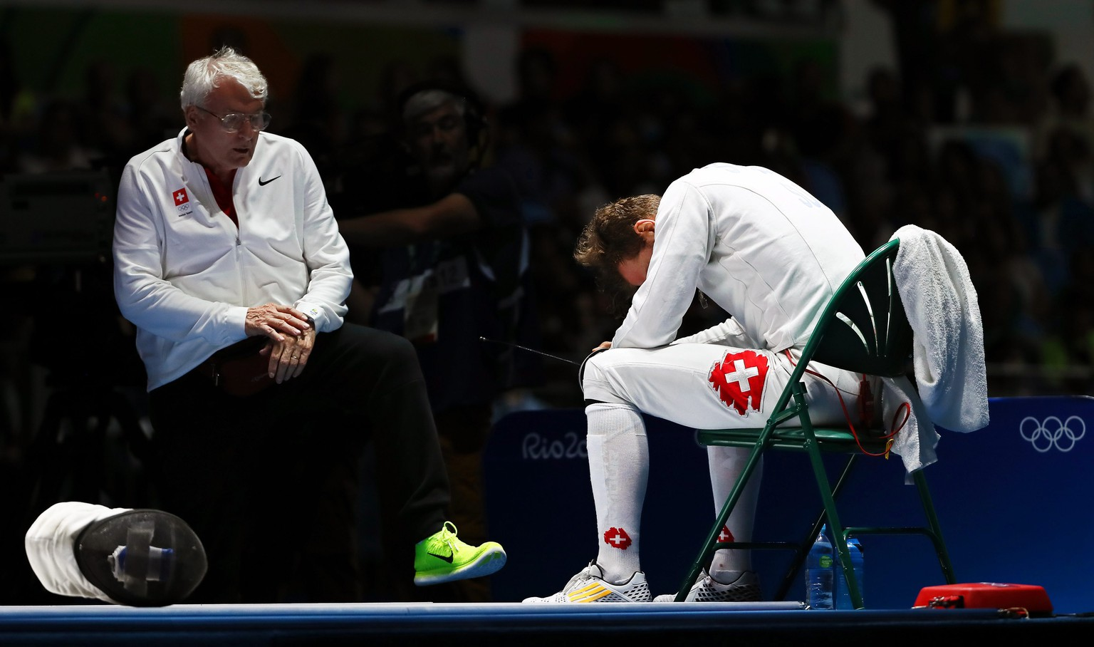 epa05468956 Benjamin Steffen (R) of Switzerland reacts after losing to Gauthier Grumier (L) of France in the men's Epee individual bronze medal bout of the Rio 2016 Olympic Games Fencing events at the Carioca Arena 3 in the Olympic Park in Rio de Janeiro, Brazil, 09 August 2016  EPA/JOSE MENDEZ