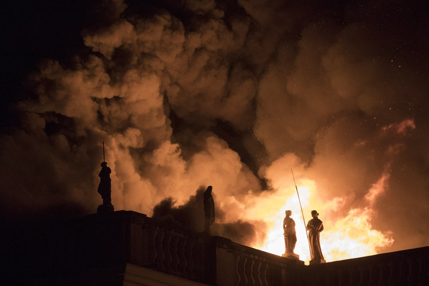 Flames engulf the 200-year-old National Museum of Brazil, in Rio de Janeiro, Sunday, Sept. 2, 2018. According to its website, the museum has thousands of items related to the history of Brazil and other countries. The museum is part of the Federal University of Rio de Janeiro. (AP Photo/Leo Correa)