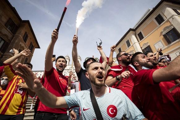 Die Strassen in Rom sind bereits voll mit Fans, die sich auf das Eröffnungsspiel der EM 2020 zwischen Italien und der Türkei freuen.