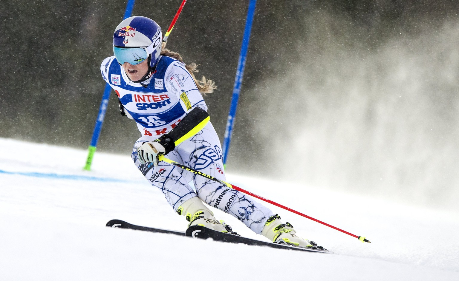 Lindsey Vonn of the U.S. during the first run of the women's World Cup giant slalom in Are, Sweden, December 12, 2015.   REUTERS/Pontus Lundahl/TT News Agency    ATTENTION EDITORS - THIS IMAGE WAS PROVIDED BY A THIRD PARTY. FOR EDITORIAL USE ONLY. NOT FOR SALE FOR MARKETING OR ADVERTISING CAMPAIGNS. THIS PICTURE IS DISTRIBUTED EXACTLY AS RECEIVED BY REUTERS, AS A SERVICE TO CLIENTS. SWEDEN OUT. NO COMMERCIAL OR EDITORIAL SALES IN SWEDEN. NO COMMERCIAL SALES.