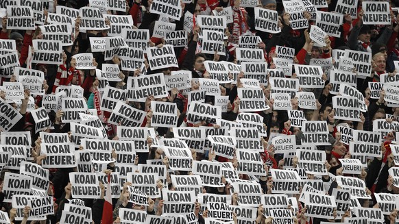 (GERMANY OUT) Germany Bavaria Munich - DFB Cup, season 2010-2011, semi-final, FC Bayern Muenchen v FC Schalke 04 0:1 - Bayern supporters presenting signs reading 'Koan Neuer' (no Neuer): protest against the possible signing of Schalke goalkeeper Manuel Neuer as future Bayern goalkeeper  (Photo by GASPA/ullstein bild via Getty Images)