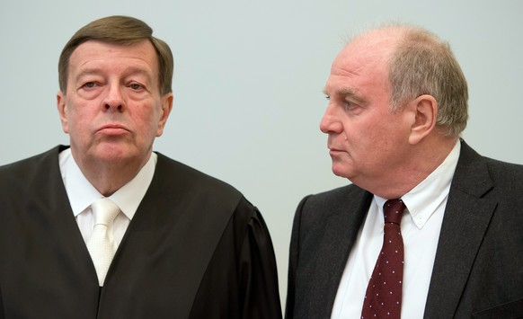 epa04118343 Defendant Uli Hoeness (R), President of German soccer club FC Bayern Munich, and his attourney Hanns W. Feigen (L) arrive for his trial at the Palace of Justice in Munich, Germany, 10 March 2014. The tax evasion trial against the president of German soccer club FC Bayern Munich, Uli Hoeness was opened the same day.  EPA/SVEN HOPPE