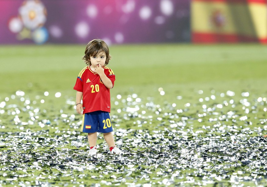 epa03291745 Spanish National soccer team player Santi Cazorla's child reacts after the final of the UEFA EURO 2012 between Spain and Italy in Kiev, Ukraine, 01 July 2012.  EPA/KERIM OKTEN UEFA Terms and Conditions apply http://www.epa.eu/downloads/UEFA-EURO2012-TCS.pdf