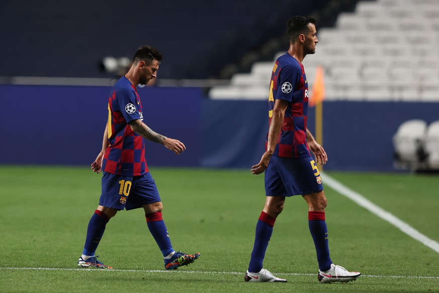 epa08604257 Lionel Messi (L) and Sergio Busquets of Barcelona react during the UEFA Champions League quarter final match between Barcelona and Bayern Munich in Lisbon, Portugal, 14 August 2020.  EPA/Rafael Marchante / POOL