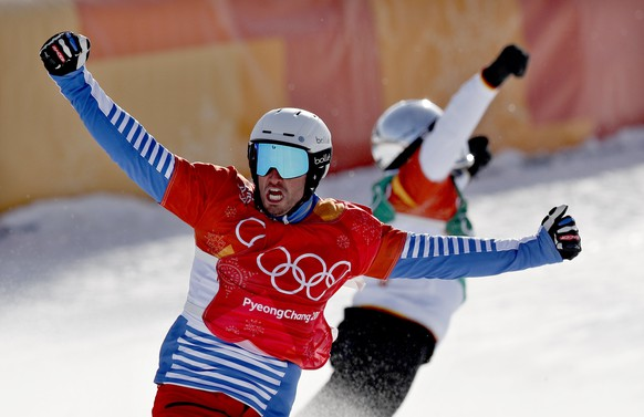 epa06527063 Pierre Vaultier (front) of France and Regino Hernandez of Spain celebrate after placing 1st and 3rd respectively in the Men's Snowboard Cross SBX final at the Bokwang Phoenix Park during the PyeongChang 2018 Olympic Games, South Korea, 15 February 2018.  EPA/SERGEI ILNITSKY