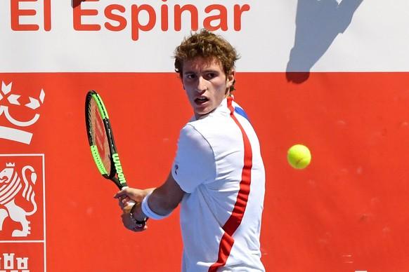 epa06929081 French tennis player Ugo Humbert in action against Spanish Adrian Menendez during the  2018 Tennis Open Castilla y Leon, in Segovia, Spain, 05 August 2018.  EPA/PABLO MARTIN