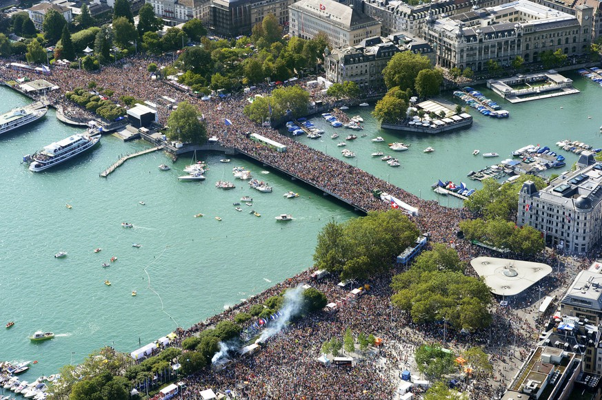 Hundreds of thousands of people gather in the city center of Zurich, Switzerland, as they participate in the annual Street Parade, on Saturday, August 2, 2014. (KEYSTONE/Steffen Schmidt)
