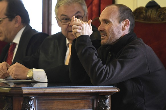 epa05890148 The main suspect in the murder of a US tourist in Spain, defendant Miguel Angel Munoz Blas, 41, (R), attends another day of his trial at a court in Leon, Castilla-Leon, central Spain, 05 April 2017. Others are not identified. Munoz Blas is accused of killing Denise Pikka Thiem, a US tourist from Arizona who dissapeared on 05 April 2015 while being on her own on a pilgrimage on the 'Camino de Santiago' (St. James's Way) route. Her slain body was found later in September 2015.  EPA/J CASARES