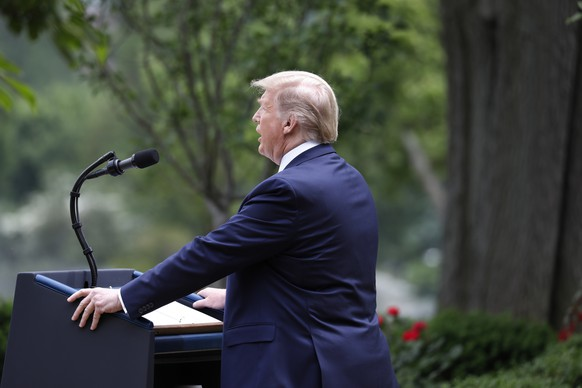 epa08452847 U.S. President Donald J. Trump delivers remarks on China in the Rose Garden at the White House in Washington, DC, USA, 29 May 2020. Trump announced that the US would be ending cooperation with the World Health Organization (WHO), after he criticized the WHO, and China, for a lack of transparency regarding the coronavirus pandemic.  EPA/YURI GRIPAS / POOL world rights
