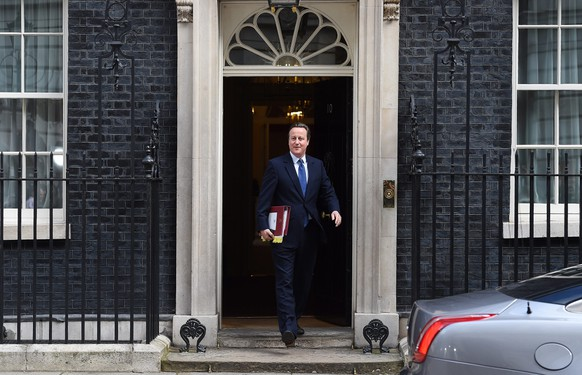 epaselect epa05422685 Departing British Prime Minister David Cameron leaves 10 Downing Street, Westminister  for his last Prime Minister's Questions in the House of Commons, in London, 13 July 2016. Later today he will be succeeded by current Home Secretary Theresa May after meeting with Queen Elizabeth II.  EPA/ANDY RAIN