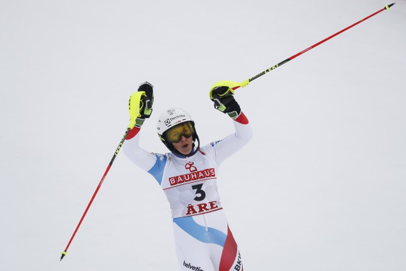 epa07374270 Wendy Holdener of Switzerland reacts in the finish area during the first run of the women's Slalom race at the FIS Alpine Skiing World Championships in Are, Sweden, 16 February 2019.  EPA/VALDRIN XHEMAJ