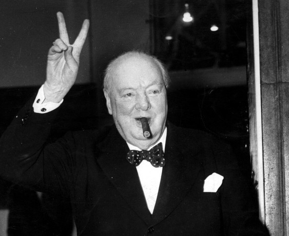 ZUM 50. TODESTAG DES BRITISCHEN POLITIKERS WINSTON CHURCHILL AM SAMSTAG, 24. JANUAR 2015, STELLEN WIR IHNEN FOLGENDES BILDMATERIAL ZUR VERFUEGUNG – A September 1954 portrait photo of former British Prime Minister Sir Winston Churchill who was Sunday November 24, 2002, named the greatest Briton of all time, in a nationwide poll that attracted well over one million votes. Participants in the BBC's Great Britons survey voted the second World War leader top of the list of the country's 100 most significant individuals, gaining 447,423 votes.  (KEYSTONE/EPA/PA/Str)