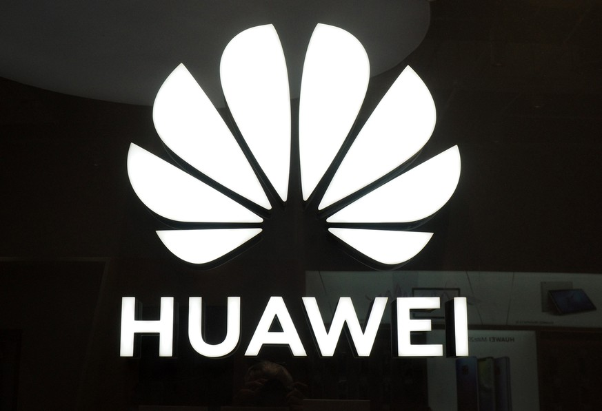 epa07297334 The logo of China's Huawei Technologies Co. Ltd at a Huawei store in Taipei, Taiwan, 18 January 2019. Taiwan, after barring Huawei from bidding for Taiwan government contracts, is now banning the use of Huawei products in some government agencies like the Industrial Technology Research Institute and Institute for Information Industry. According to reports, several European and Asian countries have banned, or are considering banning, the use of Huawei products and have banned Huawei from providing 5G infrastructure because they suspect Huawei helps China's security services spy on foreign governments.  EPA/DAVID CHANG