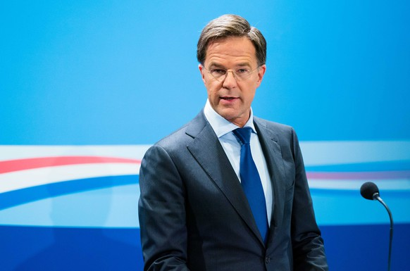 epa08697207 Dutch Prime Minister Mark Rutte during his press conference after the weekly cabinet meeting in The Hague, The Netherlands, 25 September 2020. Rutte does not rule out the possibility that the three largest cities will have to take additional measures in the short term to combat the spread of the coronavirus.  EPA/BART MAAT