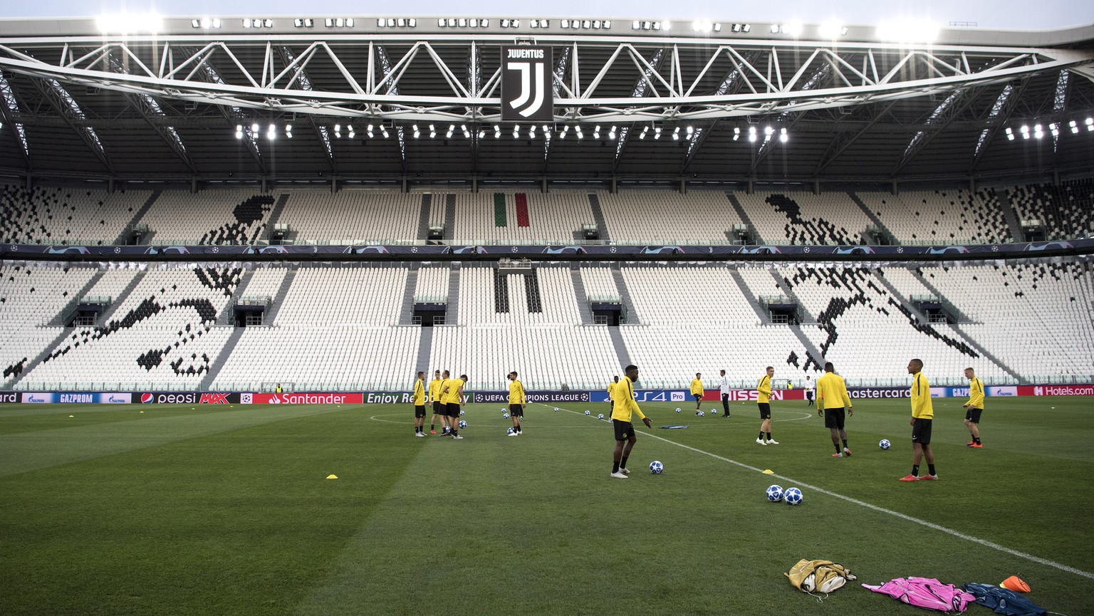 epa07062019 Young Boys' players attend a training session at the Allianz Arena stadium in Turin, Italy, 01 October 2018. BSC Young Boys will face Juventus in their UEFA Champions League Group H soccer match on 02 October 2018.  EPA/PETER SCHNEIDER