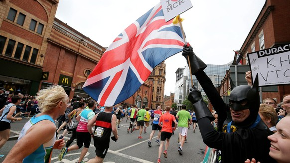 epaselect epa05995381 A man carring a British flag and dressed as Batman gestures during the Great Manchester Run in Manchester, Britain, 28 May 2017. Armed police will guard hundreds of events across the country this bank holiday weekend following a reassessment of security after the Manchester bombing.  EPA/NIGEL RODDIS