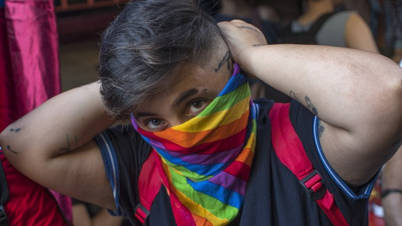 epa06855945 Member of LGBT community covers his face with rainbow flag at Gay Pride parade in Istanbul, Turkey, 01 July 2018. Gay Pride marches are taking place across the world to promote LGBT rights and condemn discrimination and violence toward lesbian, gay, bisexual, and transgender (LGBT) people.  EPA/SEDAT SUNA