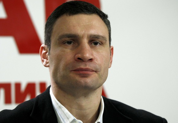 Ukrainian opposition leader and head of the UDAR (Punch) party Vitaly Klitschko listens to a journalist's question during a news conference in Kiev February 23, 2014. REUTERS/David Mdzinarishvili (UKRAINE - Tags: POLITICS CIVIL UNREST HEADSHOT)