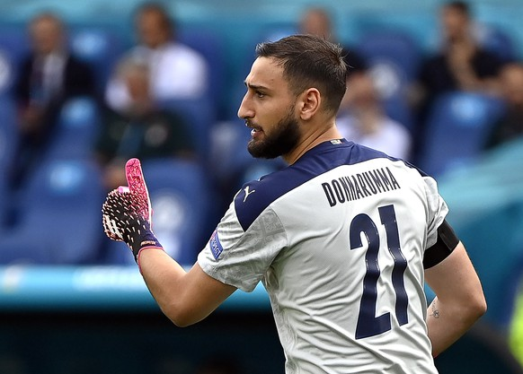 epa09288675 Italy's goalkeeper Gianluigi Donnarumma gestures prior to the UEFA EURO 2020 group A preliminary round soccer match between Italy and Wales in Rome, Italy, 20 June 2021.  EPA/Alessandra Tarantino / POOL (RESTRICTIONS: For editorial news reporting purposes only. Images must appear as still images and must not emulate match action video footage. Photographs published in online publications shall have an interval of at least 20 seconds between the posting.)