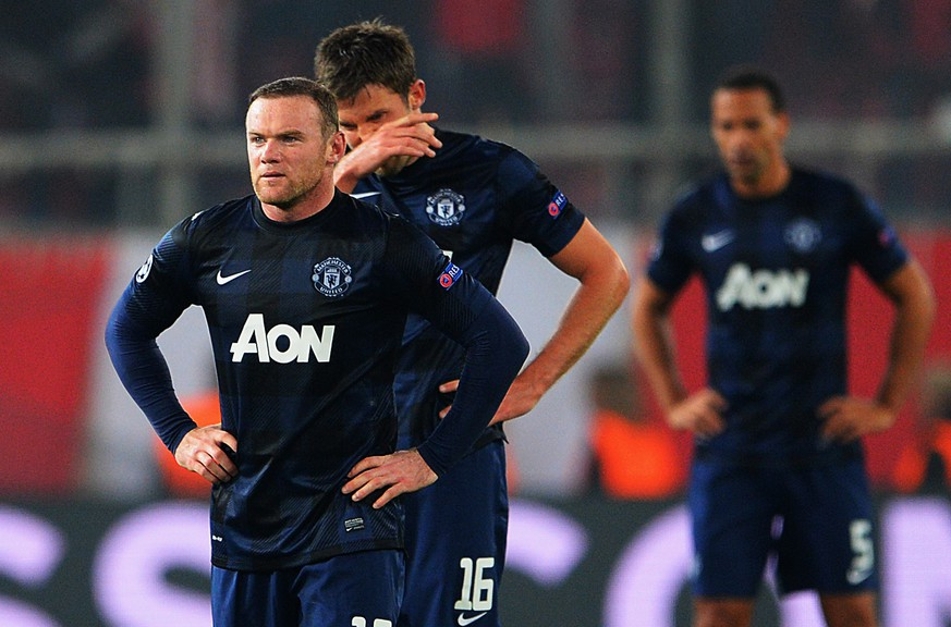 PIRAEUS, GREECE - FEBRUARY 25:  (L-R) Wayne Rooney and Michael Carrick of Manchester United react as they restart the game after conceding their second goal during the UEFA Champions League Round of 16 first leg match between Olympiacos FC and Manchester United at Karaiskakis Stadium on February 25, 2014 in Piraeus, Greece.  (Photo by Michael Regan/Getty Images)