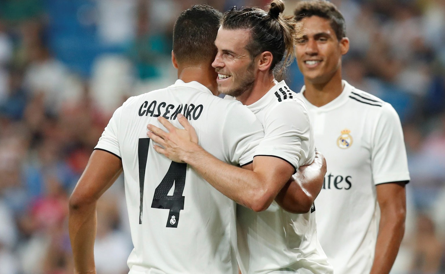 epa06944630 Real Madrid´s Welsh forward Gareth Bale (C) celebrates with Brazilian Casemiro (L) after scoring against Milan during the Santiago Bernabeu trophy match against Milan played at the Santiago Bernabeu stadium in Madrid, Spain, 11 August 2018.  EPA/FERNANDO ALVARADO