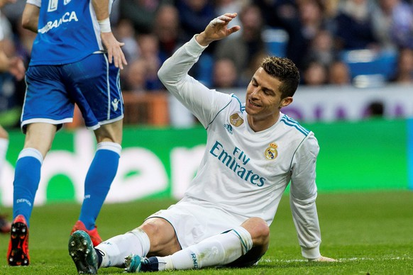 epa06461726 Real Madrid's Portuguese striker Cristiano Ronaldo reacts during a Spanish league La Liga soccer match between Real Madrid and Deportivo at Santiago Bernabeu stadium in Madrid, Spain, 21 January 2018.  EPA/Rodrigo Jimenez