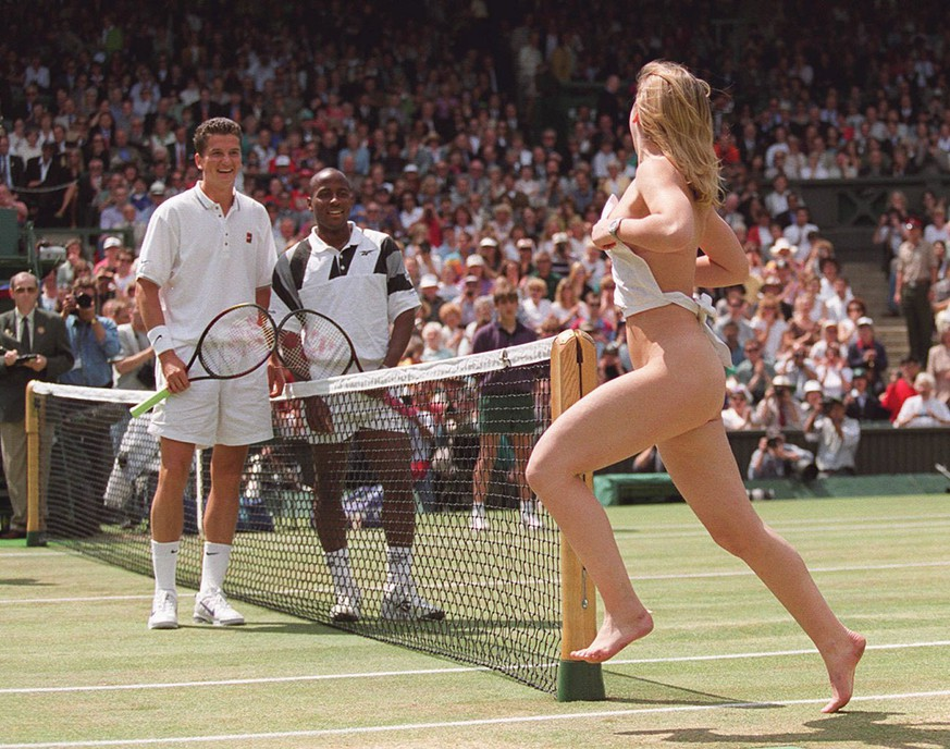 Men's Singles finalists Richard Krajicek of the Netherlands  and MaliVai Washington of the US smile, as an unidentified streaker runs across the the Centre Court at Wimbledon Sunday July 7, 1996, prior to the start of final.(AP Photo/Ed Colota) **UNITED KINGDOM & GERMANY OUT: MAGAZINES OUT
