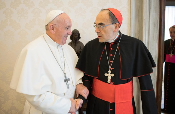 epa07446889 An handout image released by Vatican Media shows Pope Francis (L) receiving Cardinal Philippe Barbarin (R), Archbishop of Lyon (France) in Vatican City, 18 March 2019. Cardinal Philippe Barbarin announces during a press conference on 07 March that he will present his resignation to Pope Francis in the coming days after being convicted of helping covering up sex abuse and being handed a six-month suspended jail term.  EPA/VATICAN MEDIA HANDOUT  HANDOUT EDITORIAL USE ONLY/NO SALES