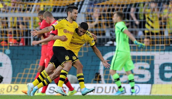 epa07842420 Dortmund's Raphael Guerreiro (L) celebrates scoring the third goal with Dortmund's Achraf Hakimi (R) during the German Bundesliga soccer match between Borussia Dortmund and Bayer 04 Leverkusen in Dortmund, Germany, 14 September 2019.  EPA/FRIEDEMANN VOGEL CONDITIONS - ATTENTION: The DFL regulations prohibit any use of photographs as image sequences and/or quasi-video.