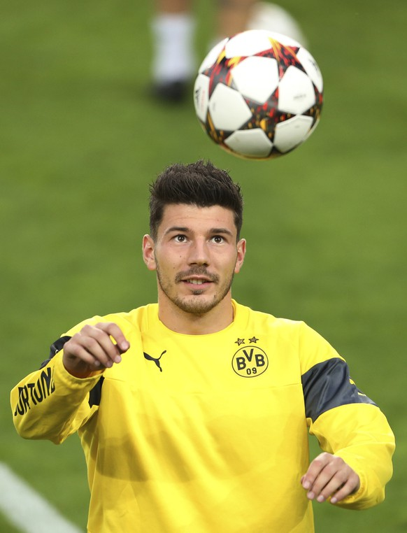 Borussia Dortmund's player Milos Jojic eyes the ball during a training session ahead of their Champions League Group D soccer match against Anderlecht at the Constant Vanden Stock stadium in Brussels September 30, 2014. REUTERS/Francois Lenoir (BELGIUM  - Tags: SPORT SOCCER)