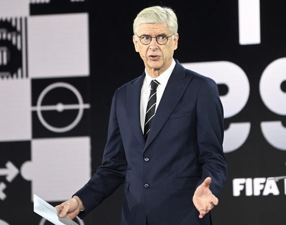 epa08890349 Former Arsenal manager Arsene Wenger (C) speaks to host Ruud Gullit during the Best FIFA Football Awards virtual TV show broadcast from the FIFA headquarters in Zurich, Switzerland, 17 December 2020.  EPA/Valeriano di Domenico / POOL