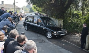 epa04174770 The hearse carrying the casket of British celebrity Peaches Geldof drives into the Church of St Mary Magdalene and St Lawrence in Faversham, Kent, south east England, 21 April 2014. Peaches Geldof, a 25-year-old model, television show host and writer, died on 07 April 2014.  EPA/WILL OLIVER