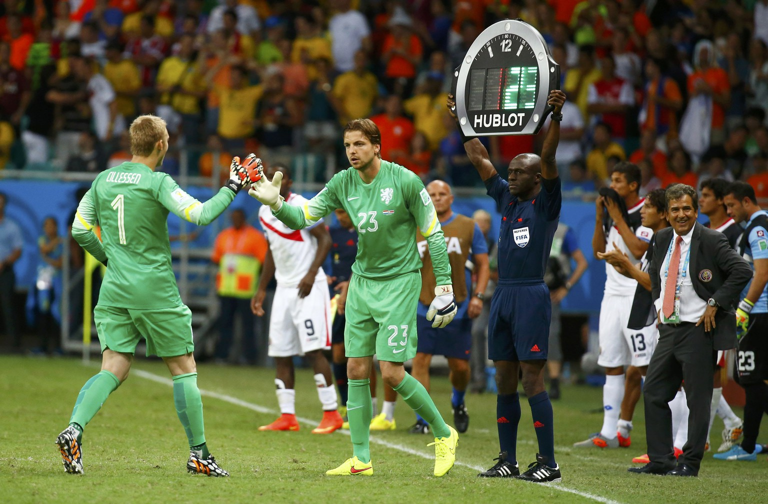 Goalkeeper Tim Krul of the Netherlands substitutes goalkeeper Jasper Cillessen (1) during extra time in the 2014 World Cup quarter-finals between Costa Rica and the Netherlands at the Fonte Nova arena in Salvador July 5, 2014. REUTERS/Paul Hanna (BRAZIL  - Tags: SOCCER SPORT WORLD CUP)        TOPCUP
