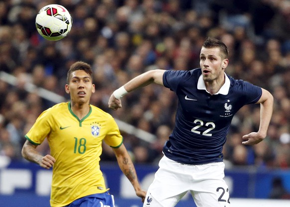 France's Morgan Schneiderlin (R) fights for the ball with Brazil's Firmino during their international friendly soccer match at the Stade de France, in Saint-Denis, near Paris, March 26, 2015. REUTERS/Charles Platiau