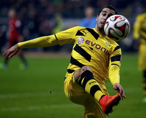 Borussia Dortmund's Henrikh Mchitarjan struggles with the ball during their German first division Bundesliga soccer match against Eintracht in Frankfurt November 30, 2014.                       REUTERS/Kai Pfaffenbach (GERMANY  - Tags: SPORT SOCCER) DFL RULES TO LIMIT THE ONLINE USAGE DURING MATCH TIME TO 15 PICTURES PER GAME. IMAGE SEQUENCES TO SIMULATE VIDEO IS NOT ALLOWED AT ANY TIME. FOR FURTHER QUERIES PLEASE CONTACT DFL DIRECTLY AT + 49 69 650050.