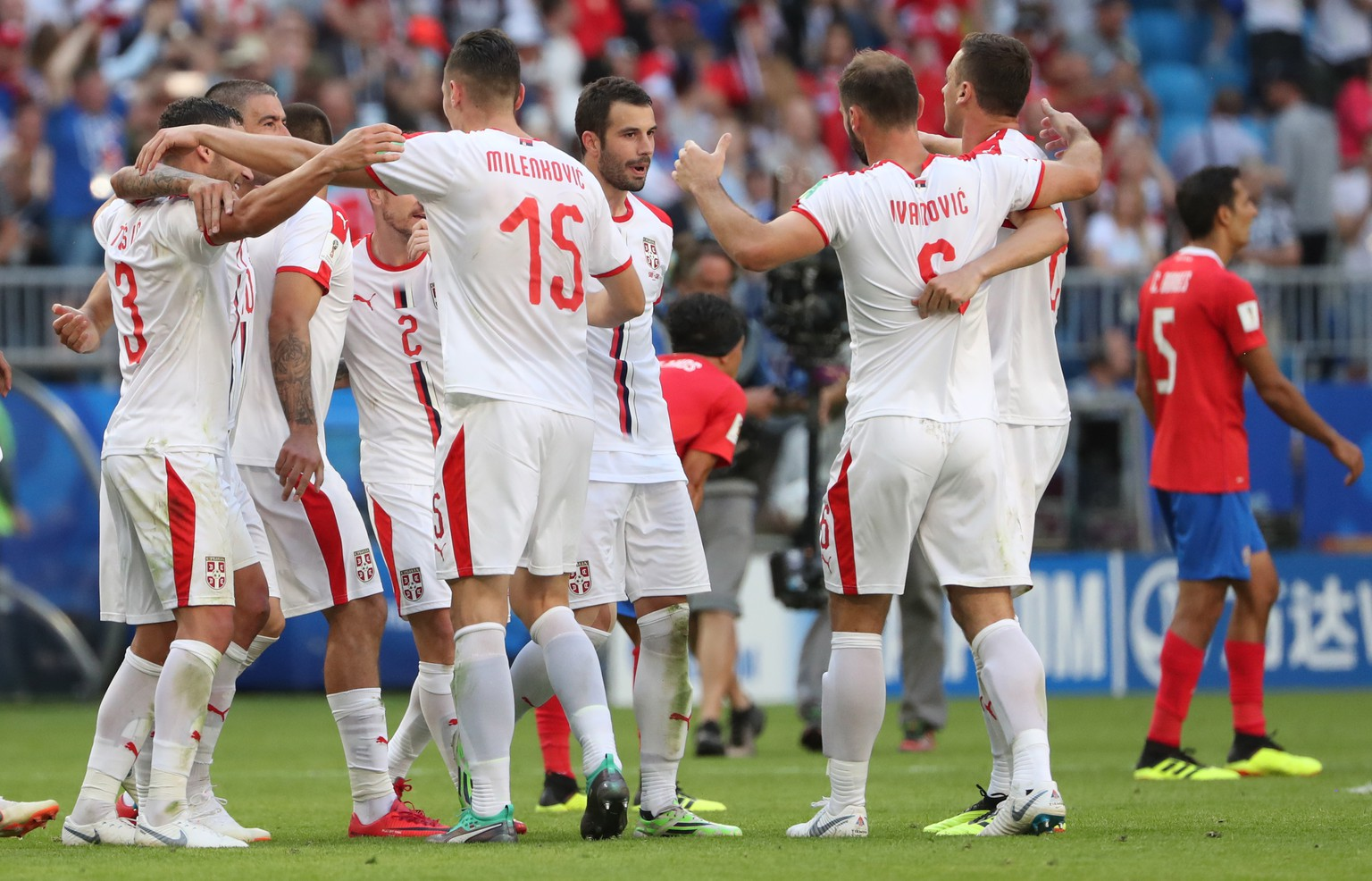 epa06815663 Players of Serbia celebrate after the FIFA World Cup 2018 group E preliminary round soccer match between Costa Rica and Serbia in Samara, Russia, 17 June 2018. Serbia won the match 1-0.