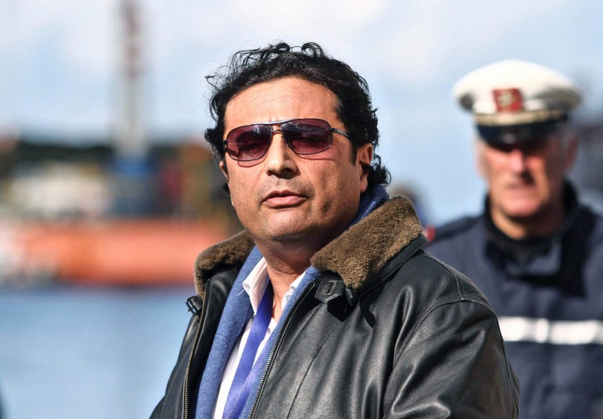 epa04102495 The captain of the 'Costa Concordia', Francesco Schettino (R) is seen in Giglio harbor after returning from the shipwrecked cruise liner of the Costa Criciere Lines at Giglio Island, Italy, 27 February 2014. Schettino returned to the site of the shipwreck for the first time since the disaster after the judge handling his manslaughter trial permitted him to board the vessel for legal inspection. chettino was at the helm of the cruiser when it crashed into rocks in January 2012 and capsized off the island of Giglio in a disaster in which 32 people died.  EPA/MAURIZIO DEGL'INNOCENTI