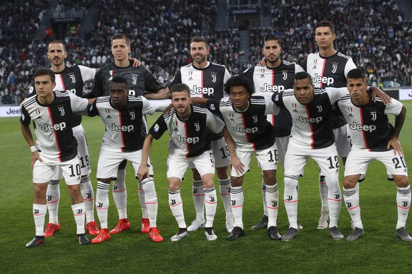 Juventus starting players pose for a team photo at the beginning of the Serie A soccer match between Juventus and Atalanta at the Allianz stadium, in Turin, Italy, Sunday, May 19, 2019. (AP Photo/Antonio Calanni)