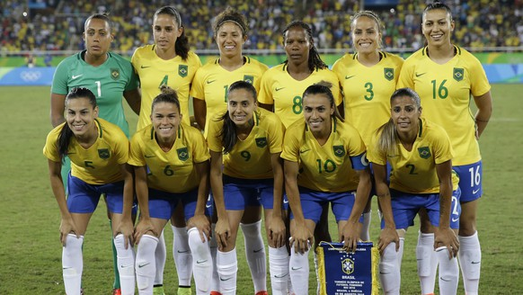 Brazil's women's football team poses for a photo prior a group E match of the women's Olympic football tournament between Sweden and Brazil at the Rio Olympic Stadium in Rio De Janeiro, Brazil, Saturday, Aug. 6, 2016. (AP Photo/Leo Correa)