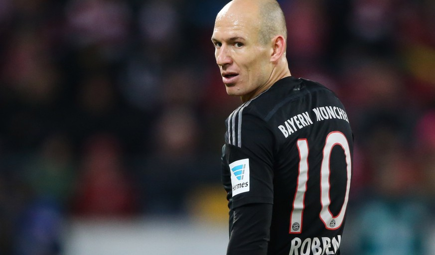 MAINZ, GERMANY - DECEMBER 19:  Arjen Robben of Muenchen looks on during the Bundesliga match between 1. FSV Mainz 05 and FC Bayern Muenchen at Coface Arena on December 19, 2014 in Mainz, Germany.  (Photo by Simon Hofmann/Bongarts/Getty Images)