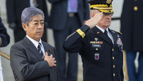 epa07287659 Takeshi Iwaya (L), Minister of Defenseof Japan and Major General Michael L. Howard (R), commander of the National Capital Region, participate in a wreath-laying ceremony at the Tomb of the Unknown Soldier at Arlington National Cemetery in Arlington, Virginia, USA, 15 January 2019. Iwaya is meeting with his US counterpart, Acting Defense Secretary Patrick Shanahan.  EPA/ERIK S. LESSER