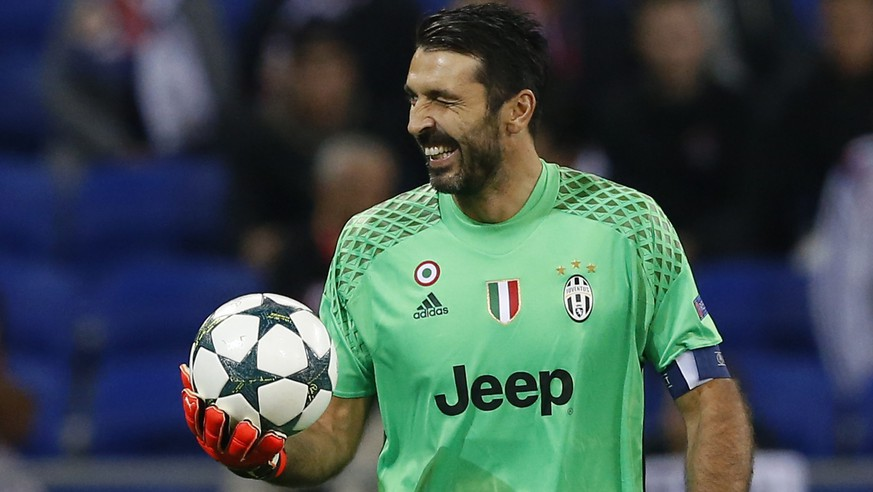 epa05591301 Juventus Turin's goalkeeper Gianluidgi Buffon reacts after the UEFA Champions League group H soccer match between Olympique Lyon and Juventus Turin at Parc Olympique Lyonnais in Decines, near Lyon, France, 18 October 2016.  EPA/GUILLAUME HORCAJUELO