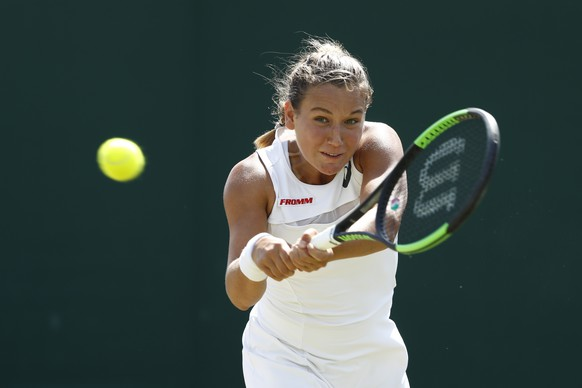 Ylena In-Albon of Switzerland in action during her girls' singles match against Violet Apisah of Papua New Guinea, at the Wimbledon Championships at the All England Lawn Tennis Club, in London, Britain, 10 July 2017. (KEYSTONE/Peter Klaunzer)