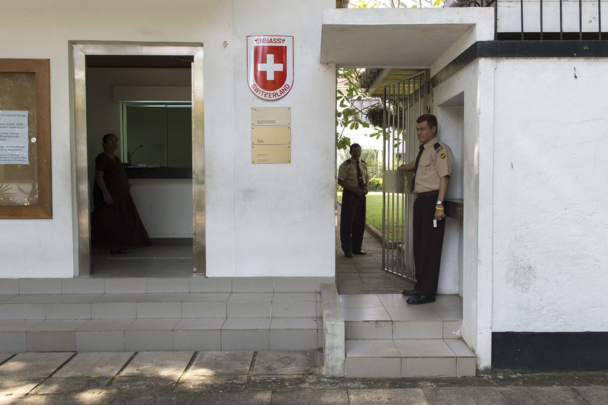 A security guard is pictured in front of the Swiss Embassy in Colombo, Sri Lanka, Monday, September 22, 2014. A media trip is organised by FDFA (Federal Department of Foreign Affairs) ten years after the tsunami in Sri Lanka. The end of 2004 will mark 10 years since tsunami struck the coast of South-East Asia and some parts of Africa. The tsunami struck the coast of Sri Lanka at 8.35 in the morning. More than 35'000 people died. (KEYSTONE/Anthony Anex)