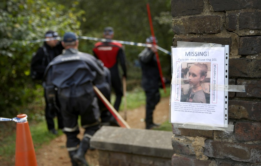 LONDON, ENGLAND - SEPTEMBER 25:  Police officers search an area next to the river Brent for clues in the hunt for schoolgirl Alice Gross on September 25, 2014 in London, England.  The hunt for Alice Gross from Hanwell, who went missing on August 28, is now being described as the largest police search operation since the 7/7 bombings of 2005. The police inquiry is now focused on a key suspect, Arnis Zalkalns, a Latvian builder, who was seen in the vicinity of Alice's last sighting.  (Photo by Peter Macdiarmid/Getty Images)