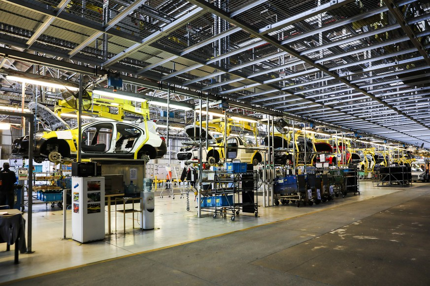 epa06264647 A handout photo made available by Holden on 13 October 2017 shows cars in the Holden factory assembly line in Adelaide, Australia, 13 October 2017 (issued 14 October 2017). Holden is set to close its assembly operations in Adelaide, bringing an end to Australia's car manufacturing industry.  EPA/HOLDEN / HANDOUT AUSTRALIA AND NEW ZEALAND OUT HANDOUT EDITORIAL USE ONLY/NO SALES