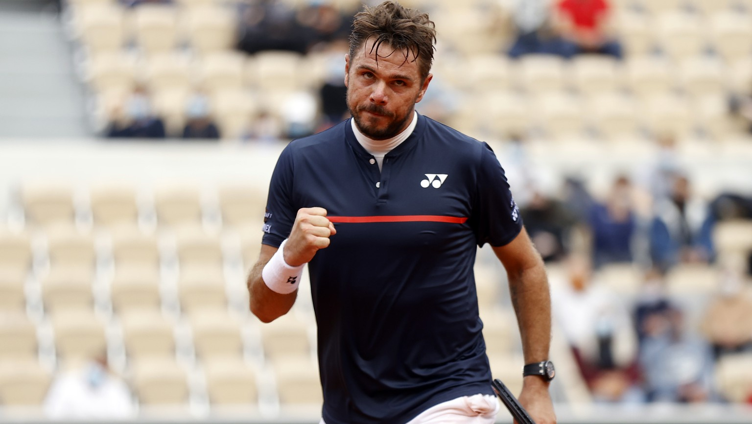 epa08708190 Stan Wawrinka of Switzerland reacts as he plays Dominik Koepfer of Germany during their men?s second round match during the French Open tennis tournament at Roland ?Garros in Paris, France, 30 September 2020.  EPA/IAN LANGSDON