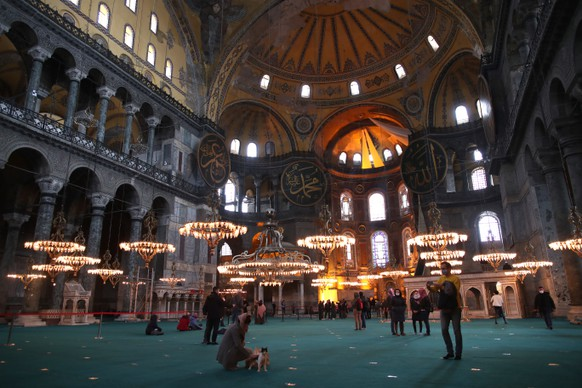 epa08881586 Tourists visit the Hagia Sophia Grand Mosque during lockdown in Istanbul, Turkey, 13 December 2020. Turkey imposed curfews on weekdays after 9 pm and full weekend lockdowns with the exception of tourists, to combat the spread of coronavirus, after a recent spike in COVID-19 infections and related deaths. The Turkish government in November 2020 has signed a contract to buy 50 million doses of Chinese manufacturer Sinovac's coronavirus vaccine 'CoronaVac', to be delivered in batches between December 2020 and February 2021. Turkey is also in talks to increase the amount of coronavirus vaccines from the Pfizer and BioNTech companies, from initial one million doses. Healthcare workers, people aged 65 and older, disabled people, people who stay in shelters and those living in crowded places will be vaccinated in the first stage, the Turkish Health Ministry said.  EPA/TOLGA BOZOGLU