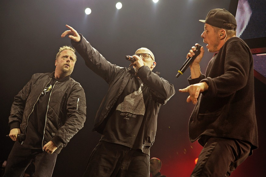 epa04560242 Smudo (L-R), Thomas D, and Michi Beck of German hip hop band 'Die Fantastischen Vier' perform on stage in Zurich, Switzerland, 14 January 2015. The German hiphop pioneers are touring their 25th band anniversary.  EPA/WALTER BIERI